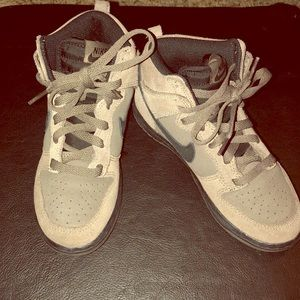 Nike boys shoe size 1.5